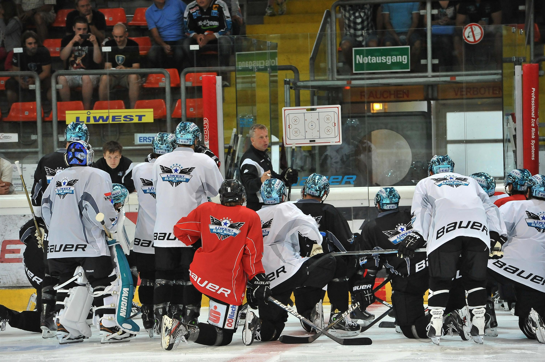 Eishockey Black Wings 1.Eistraining 06.08.2012 – 1