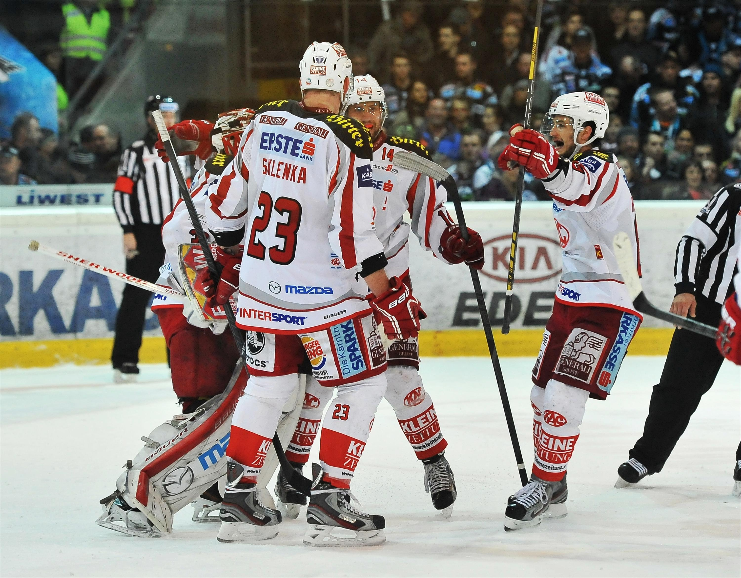 Eishockey Black Wings Linz vs KAC 22.03.2013 – Jubel KAC 1