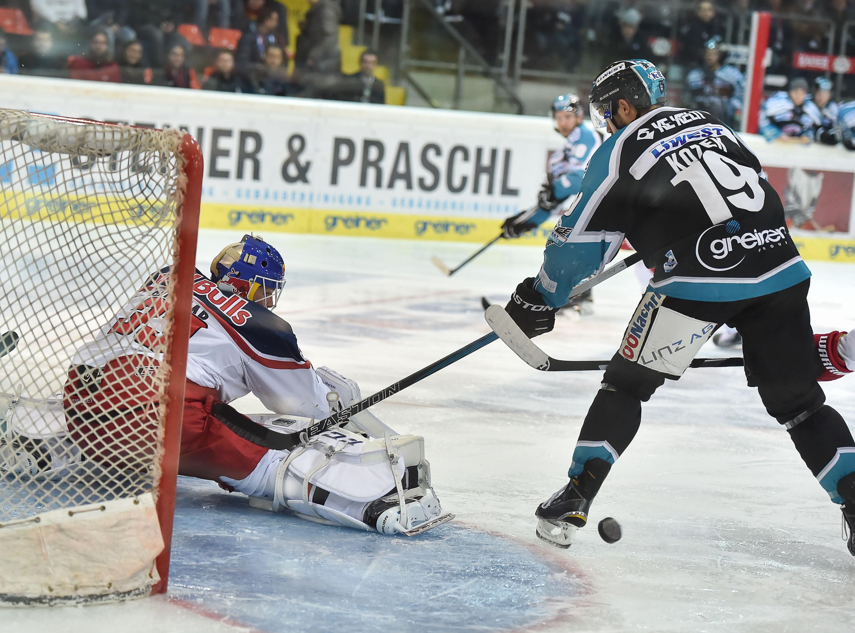 AUT, EBEL, Liwest Black Wings Linz vs EC Red Bull Salzburg